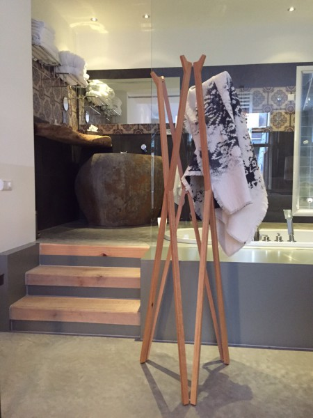 Treee Coatrack appendiabiti apribile in legno massello. Design Luciano Bertoncini