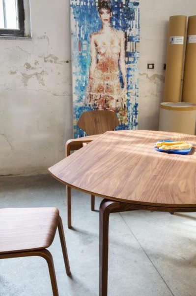 Magot table walnut, plane rotation. design studiolucianobertoncini